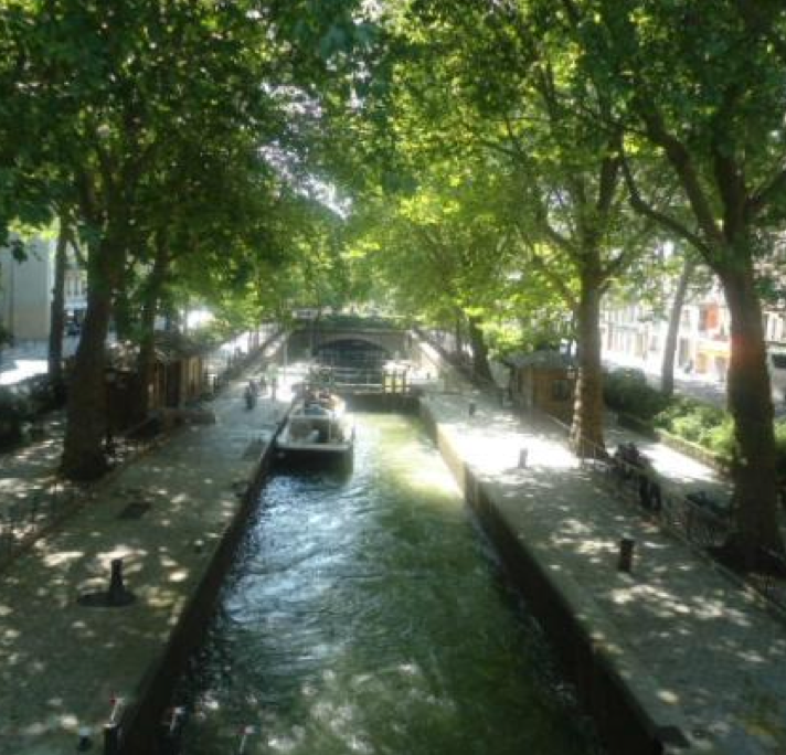 Canal Saint Martin is a walk in the Park of Paris